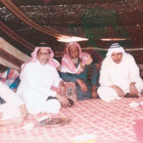 محمد السبيعي مع بعض أصدقائه في رحلة بريّة