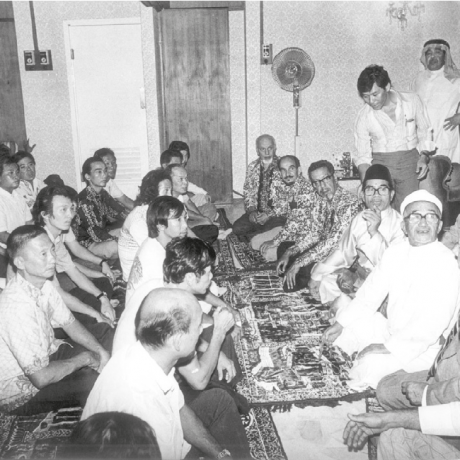 محمد السبيعي مشاركاً في حفل أقامه السفير الماليزي بمناسبة دخول دفعة جديدة في الإسلام