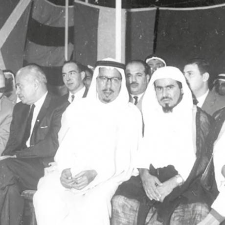 محمد السبيعي وأخيه عبدالله وبينهما الشيخ سليمان الراجحي