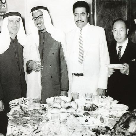 محمد السبيعي في رحلة عمل إلى الأردن أواخر السبعينات الميلادية ويظهر على يمينه السفير السعودي في عمان آنذاك، وعلى يساره محمد السويح.